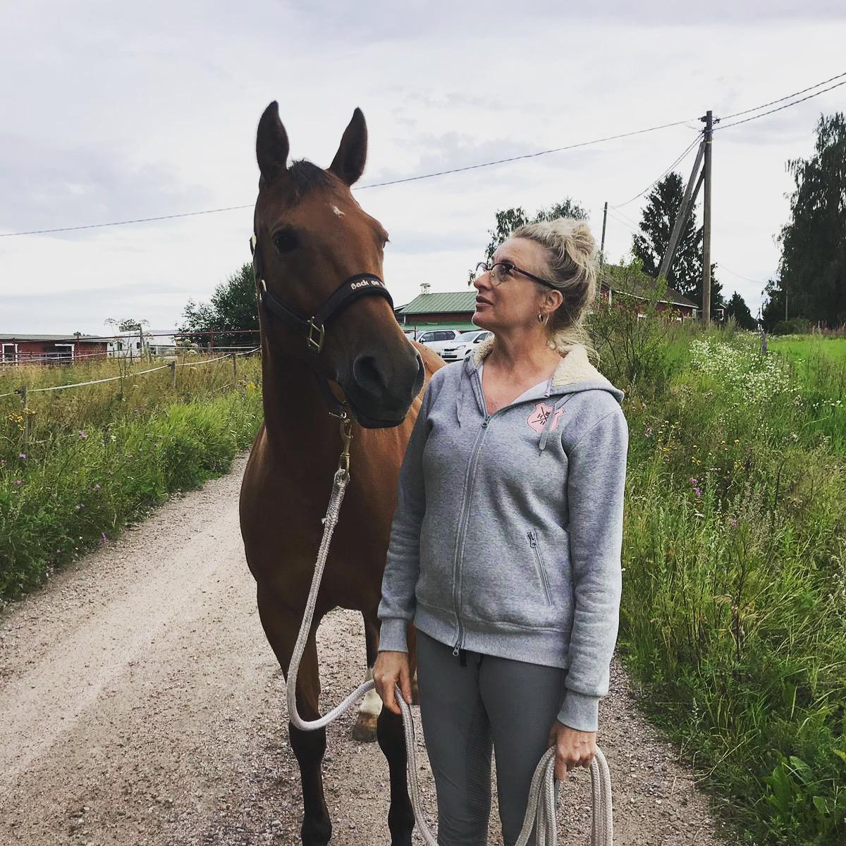 Kuka neuvoisi hevosenomistajaa?