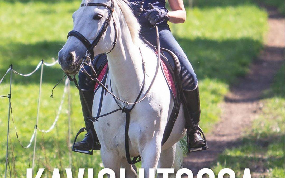 Hevosnainen, hänen autonsa ja KIRJA!