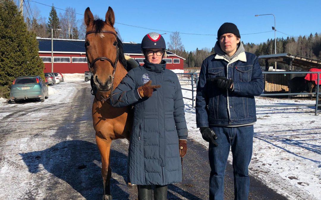 Kun vuoden graafikko 2013 ja vuoden hevosbloggaaja 2021 kohtasivat